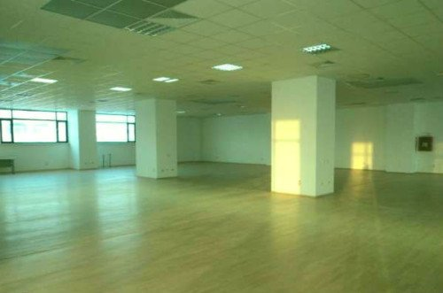 Spatiu comercial inchiriere Centru Sibiu cu 3 incaperi de inchiriat, cu suprafata utila de 800 mp.  EUR. Spatiu comercial Centru Sibiu