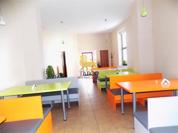 Spatiu comercial de inchiriat direct de la agentie imobiliara, in Sibiu, zona Orasul de Jos, cu 1.100 euro. 2 grupuri sanitare, suprafata utila 135 mp.