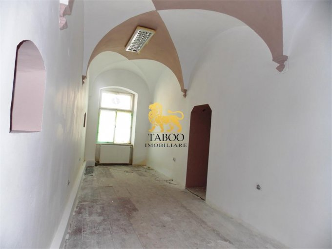 Spatiu comercial de vanzare direct de la agentie imobiliara, in Sibiu, cu 56.000 euro. 1 grup sanitar, suprafata utila 32 mp.