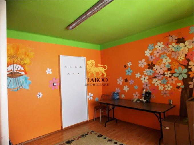 de inchiriat spatiu comercial cu 3 incaperi, 1 grup sanitar, suprafata de 80 mp. In orasul Sibiu, zona Lazaret. 270 euro.