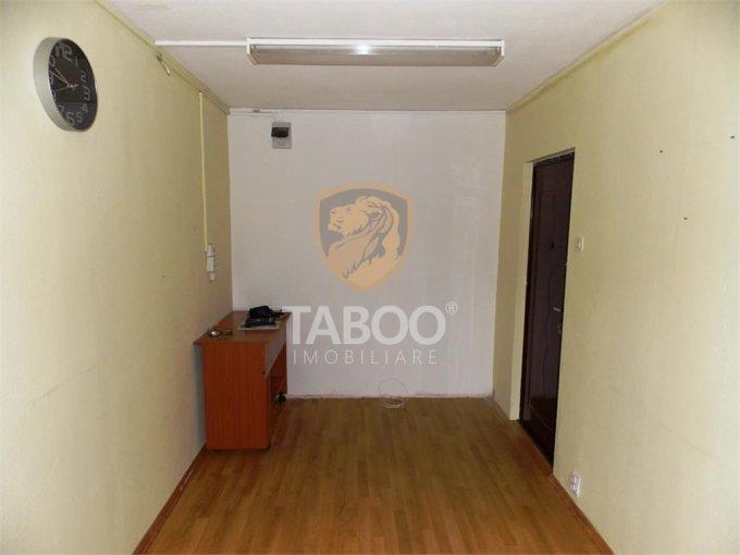 Spatiu comercial de inchiriat direct de la agentie imobiliara, in Sibiu, zona Vasile Aaron, cu 220 euro. 1 grup sanitar, suprafata utila 10 mp.