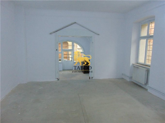 Sibiu Spatiu comercial de inchiriat cu 2 incaperi, cu 1 grup sanitar, suprafata 63 mp. Pret: 950 euro.
