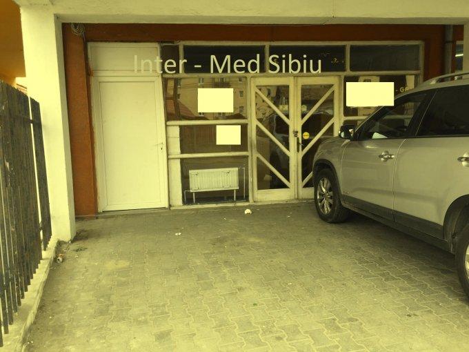 de inchiriat spatiu comercial cu 2 incaperi, 1 grup sanitar, suprafata de 55 mp. In orasul Sibiu, zona Hipodrom 3.  EUR. Incalzire: Centrala proprie a cladirii.
