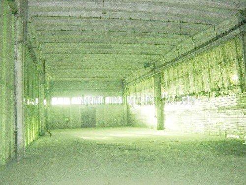 Spatiu industrial de inchiriat direct de la agentie imobiliara, in Sibiu, zona Aeroport, cu 2.000 euro. 1 grup sanitar, suprafata utila 760 mp. Inaltime: 9 metri. Amplasament: pe Platforma Industriala. Incalzire: Fara incalzire.