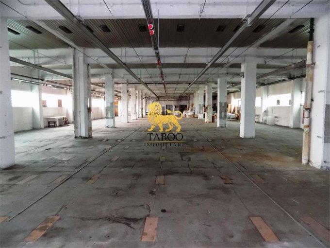 Spatiu industrial inchiriere Gara Sibiu  cu 3 incaperi de inchiriat, cu suprafata utila de 1300 mp. 3.900 euro.Suprafata terenului: 100 mp. Spatiu industrial Gara Sibiu
