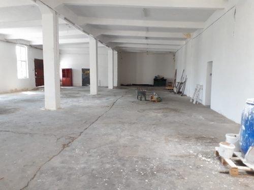 Spatiu industrial de vanzare direct de la agentie imobiliara, in Sibiu, zona Aeroport, cu  EUR. 1 grup sanitar, suprafata utila 1000 mp. Amplasament: pe Platforma Industriala.