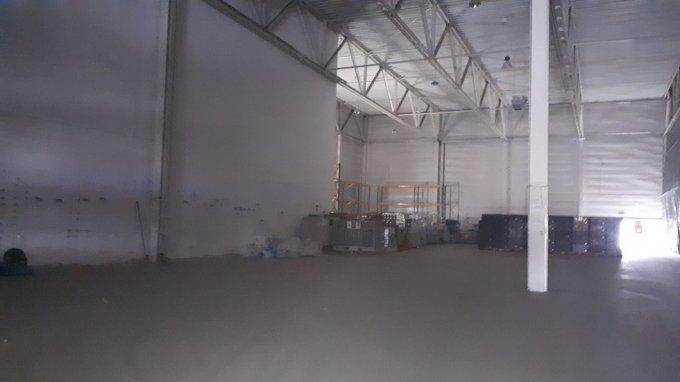 Aeroport  Sibiu Spatiu industrial de inchiriat, cu 1 grup sanitar, suprafata 3000 mp. Pret:  EUR.