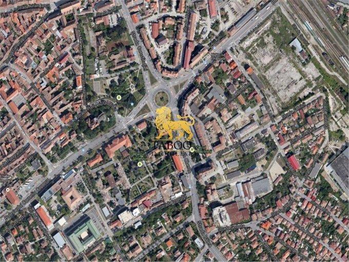 Teren intravilan de vanzare direct de la agentie imobiliara, in Sibiu, zona Trei Stejari, cu 1.720.000 euro. Suprafata de teren 4304 metri patrati cu deschidere de 50 metri.