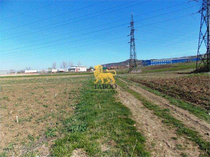 Teren intravilan de vanzare direct de la agentie imobiliara, in Sibiu, zona Broscarie, cu 89.000 euro. Suprafata de teren 8900 metri patrati cu deschidere de 40 metri.