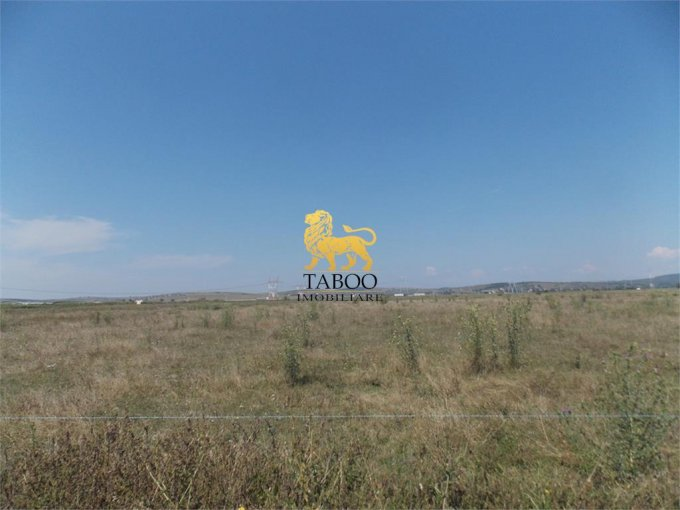 Teren intravilan de vanzare in Sibiu. Suprafata terenului 10900 metri patrati, deschidere 25 metri. Pret: 109.000 euro.