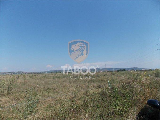 Teren intravilan de vanzare direct de la agentie imobiliara, in Sibiu, zona Calea Cisnadiei, cu 26.500 euro. Suprafata de teren 830 metri patrati cu deschidere de 28 metri.