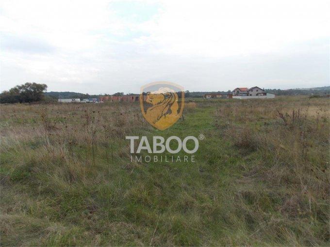 Teren intravilan de vanzare in Sibiu, zona Calea Cisnadiei. Suprafata terenului 680 metri patrati, deschidere 19 metri. Pret: 51.000 euro.