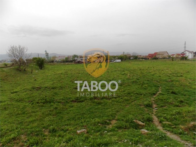 Teren intravilan de vanzare in Sibiu, zona Lazaret. Suprafata terenului 6480 metri patrati, deschidere 63 metri. Pret: 240.000 euro.