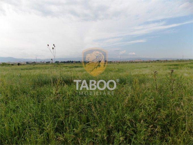 Teren intravilan de vanzare in Sibiu, zona Turnisor. Suprafata terenului 2500 metri patrati, deschidere 14 metri. Pret: 42.500 euro.