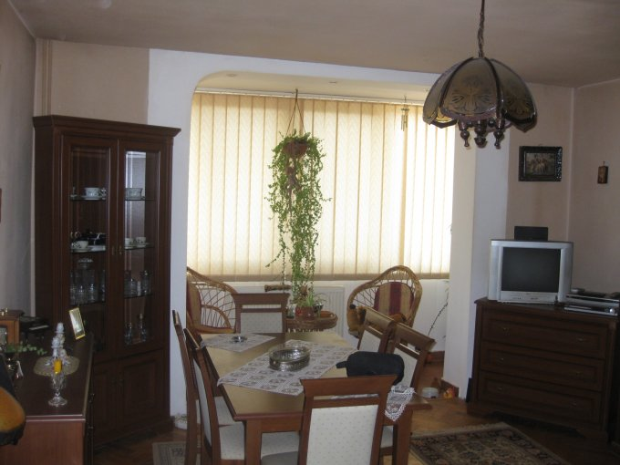 agentie imobiliara vand apartament semidecomandat-circulara, in zona Complex Studentesc, orasul Timisoara