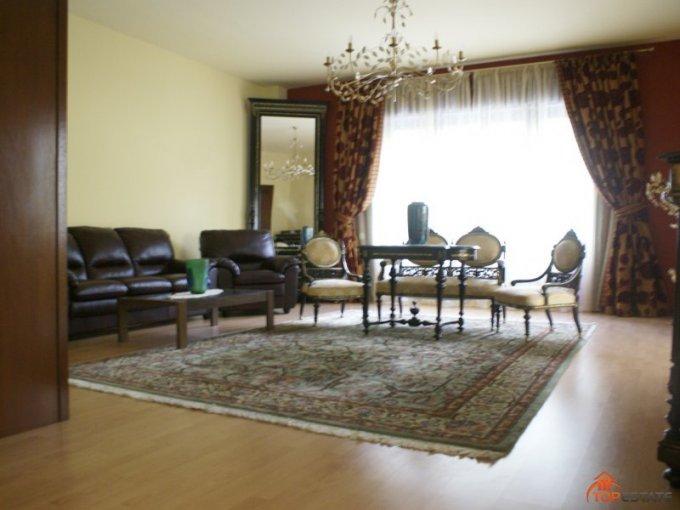 vanzare apartament cu 5 camere, decomandata, in zona Ultracentral, orasul Timisoara