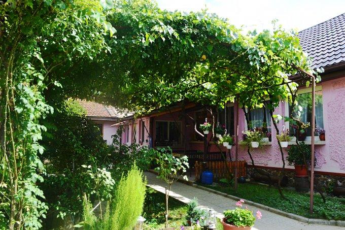 Casa de vanzare direct de la proprietar, in Jdioara, cu 55.000 euro negociabil. 1  balcon, 1 grup sanitar, suprafata utila 120 mp. Are  4 camere.