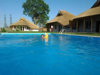 vanzare Mini hotel de la proprietar cu 1 etaj, 21 camere, comuna Crisan