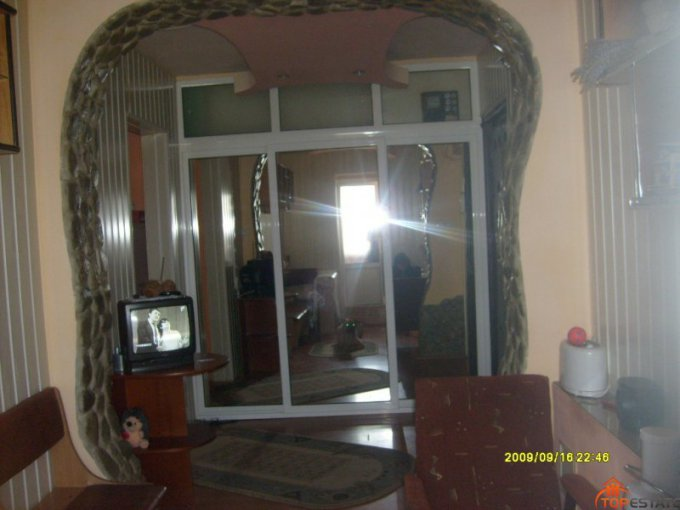 vanzare apartament cu 3 camere, decomandata, in zona Ostroveni, orasul Ramnicu Valcea