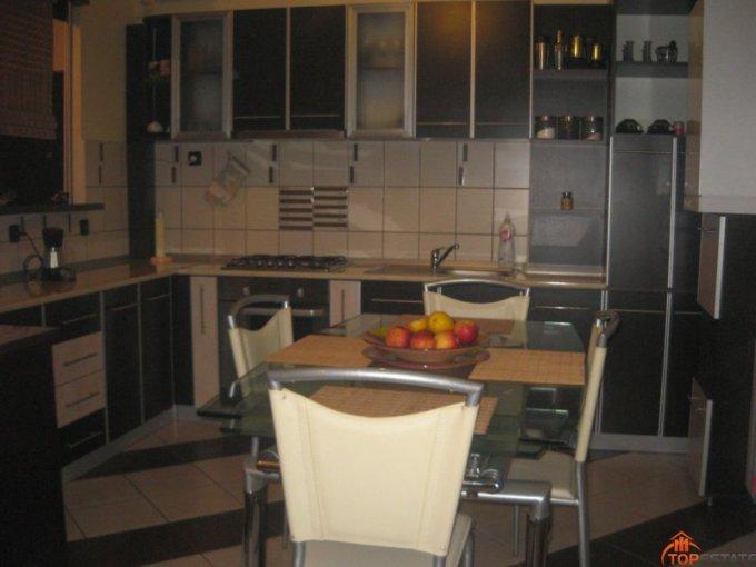 proprietar vand apartament decomandata, in zona Sud, orasul Ramnicu Valcea