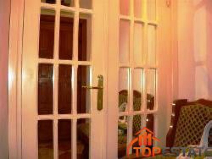 vanzare apartament cu 3 camere, semidecomandata, in zona Central, orasul Focsani