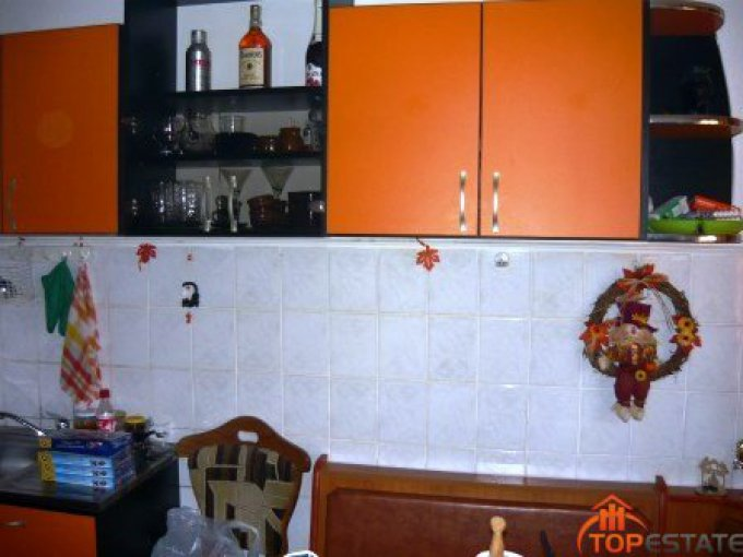 vanzare apartament semidecomandata, zona Aviatorilor, orasul Focsani, suprafata utila 72 mp