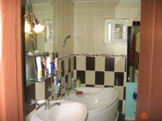 vanzare apartament cu 3 camere, decomandata, in zona Autogara, orasul Focsani