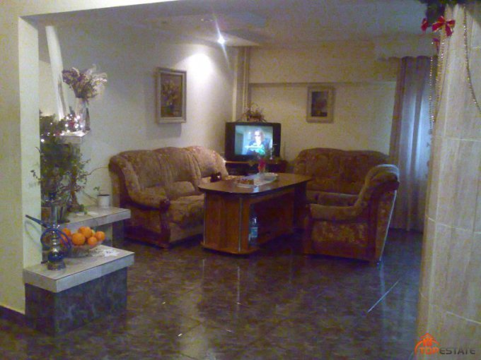 vanzare apartament cu 4 camere, decomandata, in zona Brailei, orasul Focsani